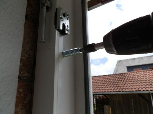 Verschraubung mit speziellen Fensterschrauben