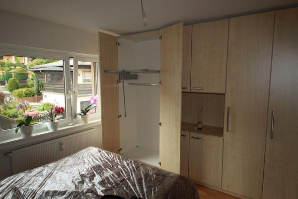 Schlafzimmerschrank mit Gaderobenlifter