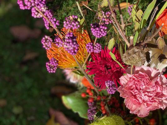 Saisonaler Blumenstrauß