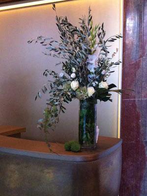 Pünktlicher Frischblumen-Service für Ihre Empfangstheke