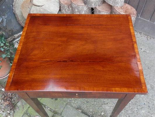Ergebnis, Biedermeier-Beistelltisch, von oben Tischfläche