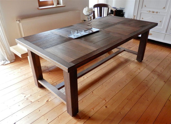 Esszimmer-Tisch Ergebnis, schräg von der Seite
