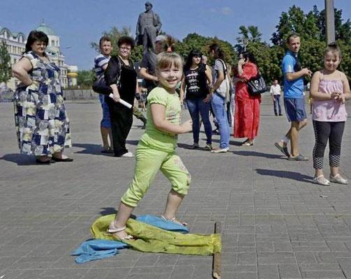 Что вырастит из таких существ? Если Украина им не нужна, то, нужны ли они Украине???