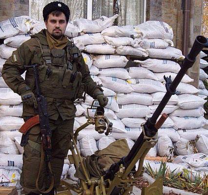 Бравый российский казачёк. Приехал в Украину, убивать украинских граждан. Вернулся домой в гробу. Я не понимаю - ЗАЧЕМ ?
