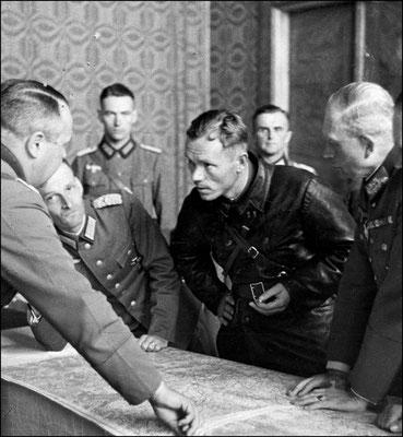 Согласование действий пролетарского СССР и фашистской Германии,  в 1939 г. при разделе Европы.