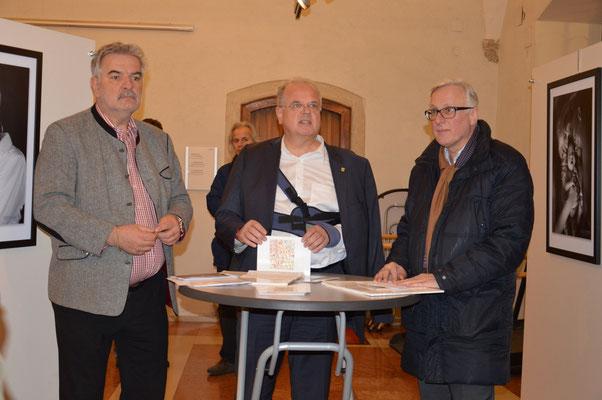 Im Rathaussaal wurde eine Fotoausstellung zu Eder und zur Fotografie in Nö. eröffnet. Der Leiter des Landesmuseums, Mag. Carl Aigner wartete als Festredner mit einem fundierten Vortrag über die Entwicklung der Fotografie und den Fotochemiker Eder auf.