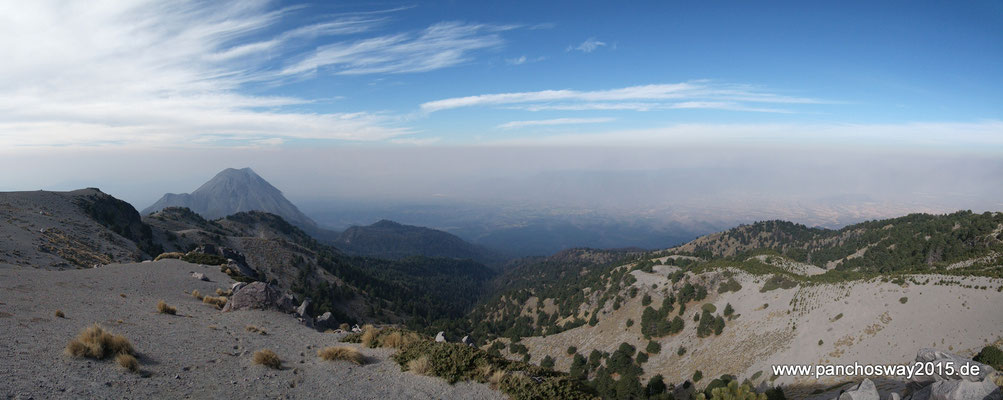 Mexiko_Pazifikküste Nord_Nevado de Colima NP_Rundblick über Fuego de Colima