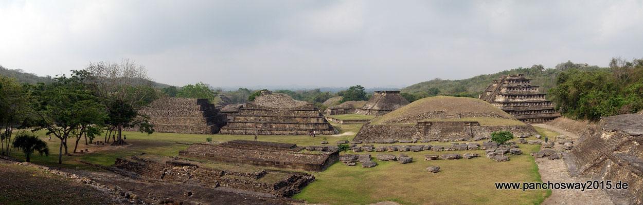 Mexiko_Zentrale Atlantikküste und Puebla_El Tajín_Blick über den Hauptplatz