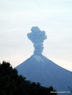 Mexiko_Pazifikküste Nord_Laguna Carrizalill_Vulkan Fuego de Colima speit Asche