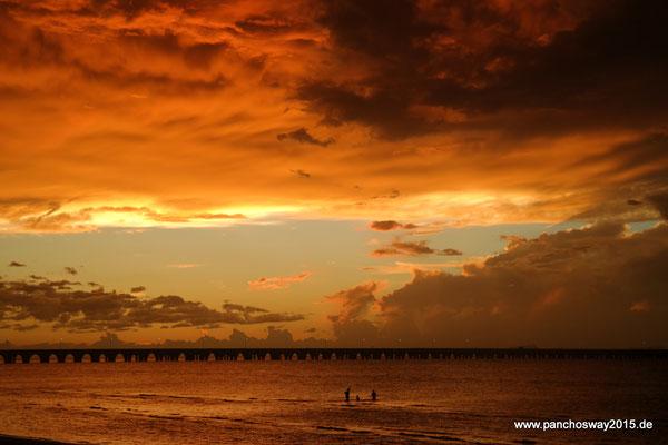Mexiko_Yucatán Halbinsel_Progreso_Sonnenuntergang nach einem Sturm