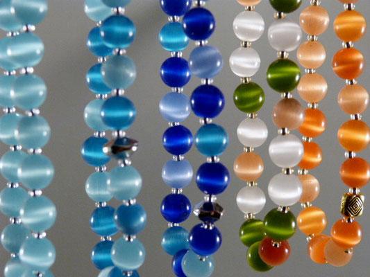 Glasperlen-Armbänder