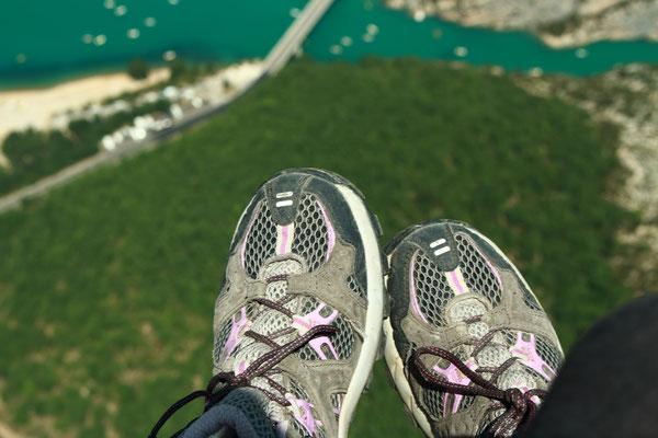 Miss aventure au dessus du pont de Galetas et le lac de Sainte Croix en parapente.