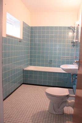Home Staging - Bad vorher türkise Fliesen Buchholz Tostedt die kammerherrin