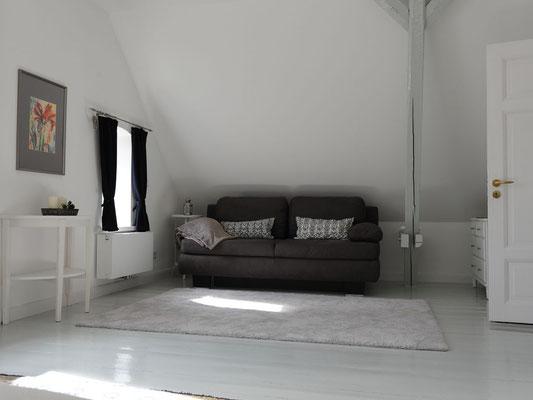 Schlafzimmer (Süd) - Sofa umbaubar als weiteres Bett