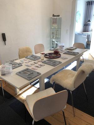 Tisch zum knüpfen der Malas