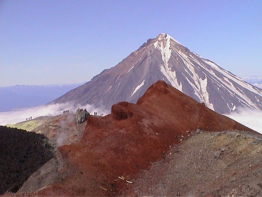Кратер вулк. Авачинского с видом на вулк. Корякский