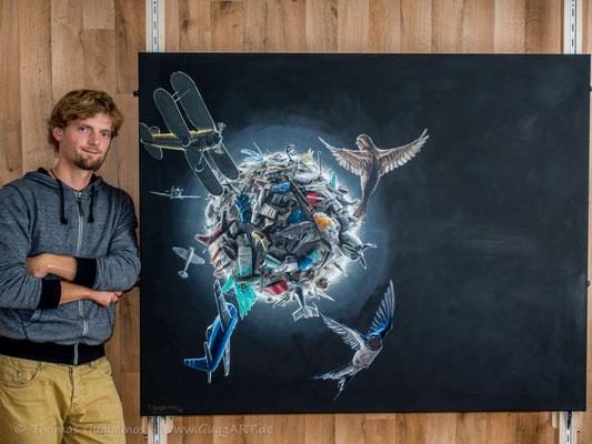 """Thomas Guggemos mit seinem Gemälde """"Gravitation"""""""