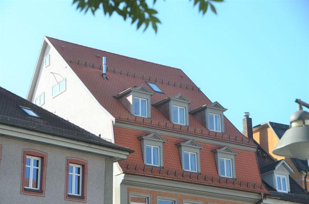 ausgebautes Dachgeschoss, die obere Gaupenreihe ist neu und orientiert sich in Größe und Gestaltung an der bestehenden -Bild Dr. Dietmar Hawran