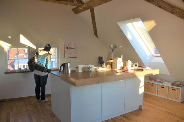 Blick in die moderne offene Küche im 1. DG - Bild Dr. Dietmar Hawran