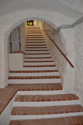 Foto: Dr. Dietmar Hawran,  neu ronvierte Kellertreppe zum Keller der ehemaligen Weinhandlung