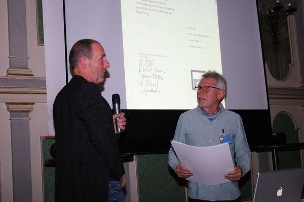 Johannes Dietrich bei der Verleihung der Urkunde für die Sanierung des Hauses Herrenstraße 26 - Bild: Maximilian Dechant