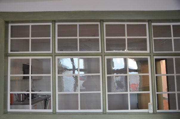alte Fensterfront im Innern des Gebäudes - Bild Dr. Dietmar Hawran