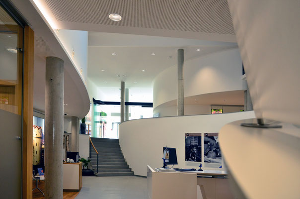 Volksbank Ravensburg - Innenseite vom Marienpletz her - Foto: Dr. Dietmar Hawran