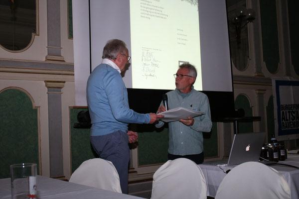 Verleihung der Auszeichnung in Silber für die Sanierung des Hauses Seestraße 3 an Architekt Peter Behr -Bild: Maximilian Dechant