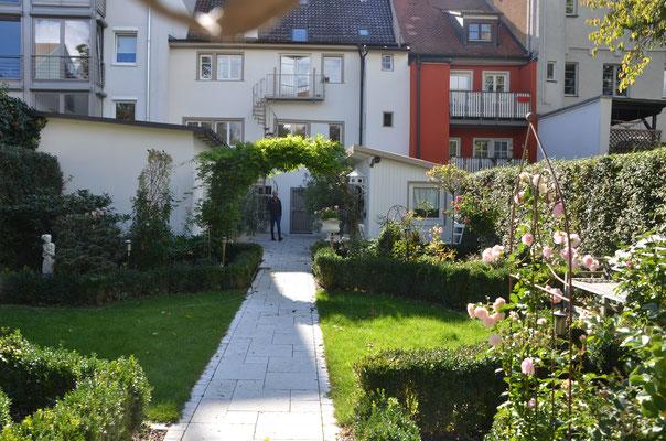Blick der Wilhelmstraße in den Garten