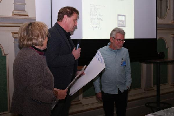 Verleihung der Auszeichnung an Klara Kiderlen und Sascha Daschmann -Bild: Maximilian Dechant