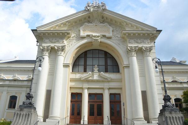 Konzerhaus Ravensburg mit neuen Pendelleuchten- Bild: Dr. Dietmar Hawran