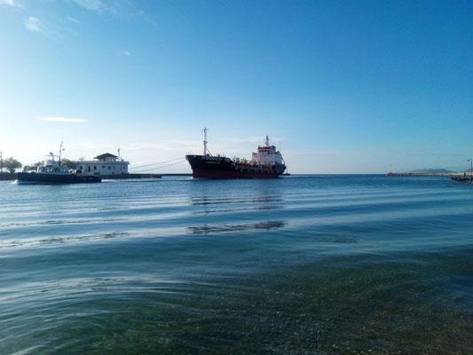 Frachter mit eigener Kraft