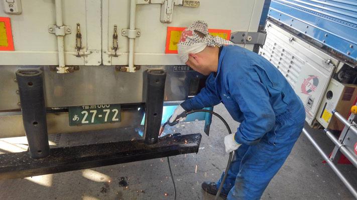大金運輸 故障したトラックを修理するDK宮本