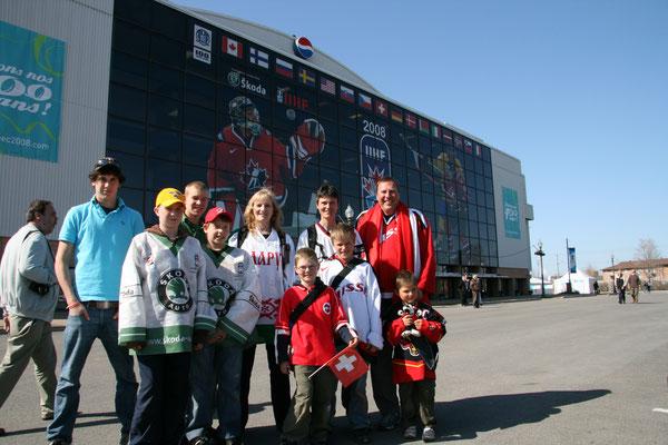 Mit Gesa und Familie vor dem Colisee Pepsi