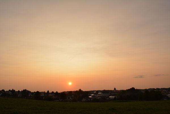 Sonnenuntergang mit erhöhten Aerosolgehalt durch Waldbände in Kanada. Rohr i. NB Herbst 2017