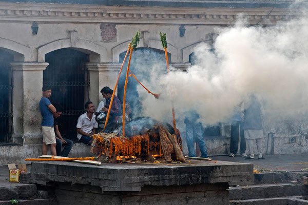Kathmandu, Pashupathinath, Totenverbrennung