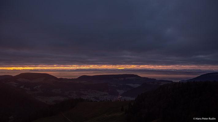 Blick über das Mittelland, vor Sonnenaufgang