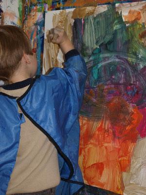 Freies Malen und Farbenmischen voller Selbstvergessenheit und mit Hingabe.