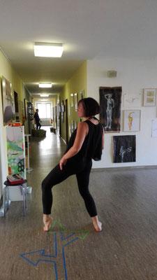 ..Tanzperformance von Anna Nunnink während der Open Ateliers 2017