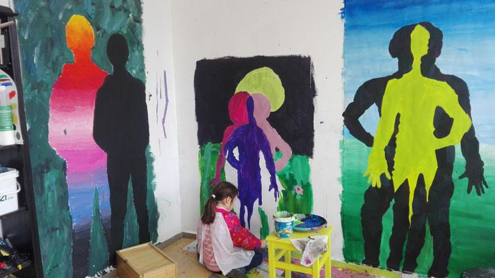 """""""Mal mal groß!"""" hieß der Kurs bei mir im Atelier, in dem diese groß!artigen, kontrastreichen Körper-/Figurenbilder entstanden..."""