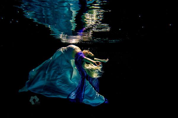 Unterwasserfotografie im Brautkleid