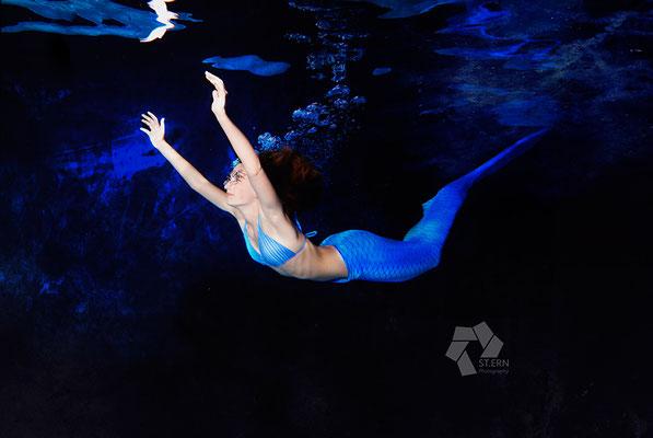 Sequenzen der Wellenbewegung beim Meerjungfrauwnschwimmen