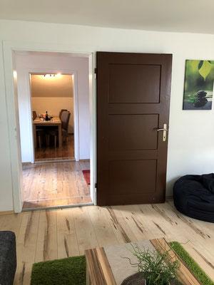 Appartement Ahorn Blick vom WZ ins EZ