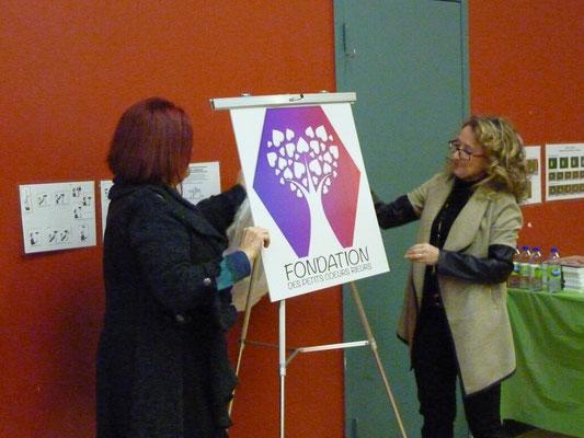 Dévoilement du logo de la fondation.