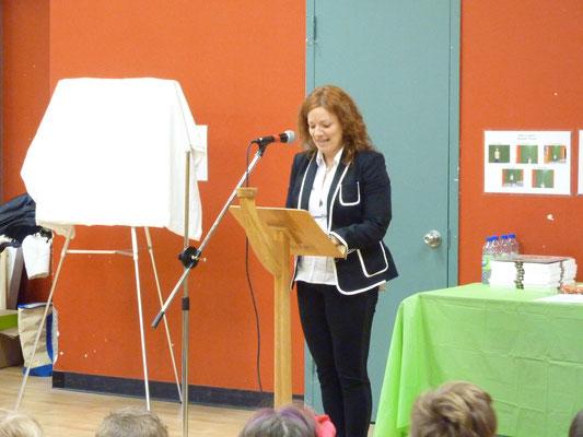 Mireille Bélanger, directrice de l'école Antoine-Hallé pour le mot de bienvenue.