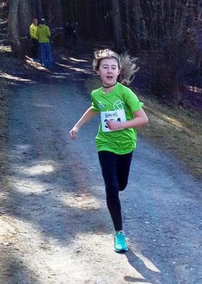 Joelyn läuft mit großem Vorsprung ins Ziel