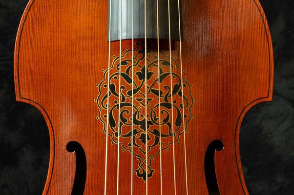 Aufgemaltes Ornament auf der Decke - Violworks