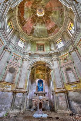 Praying to Mary (Chiesa della Madonna delle Vigne)