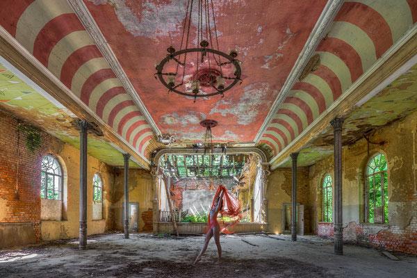 The last ballroom dance (Red ballroom) te zien bij Kunsthuys