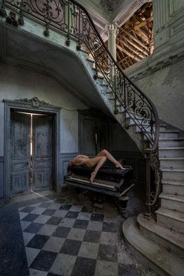 Lay back on rhythm and blues (Chateau Verdure)